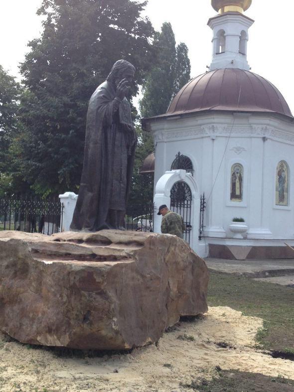 памятник серафиму саровскому в орле фото загрузки зависит
